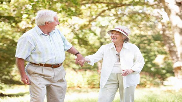 Sống vui vẻ và chia sẻ câu chuyện cùng nhau tốt cho người mắc bệnh Alzheimer