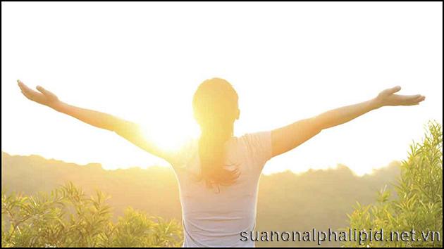 Tắm nắng sáng là một cách bổ sung vitamin D
