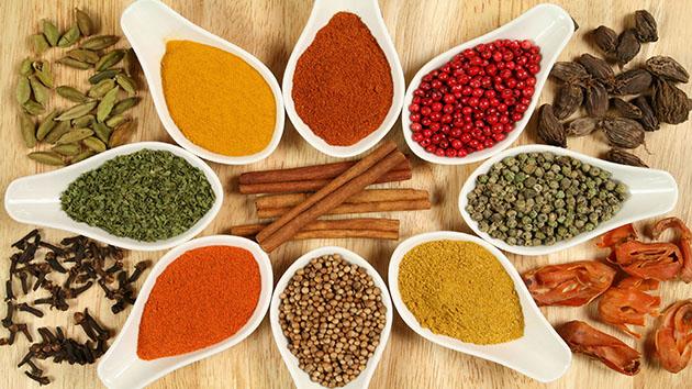 Thêm ít gia vị tốt vào bữa ăn là một cách giảm cholesterol xấu