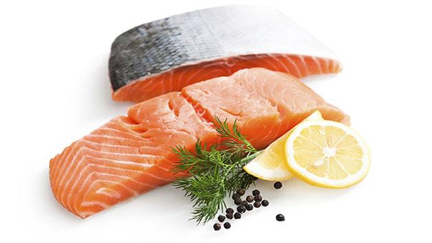 Cá hồi giúp cung cấp dinh dưỡng và giảm cholesterol