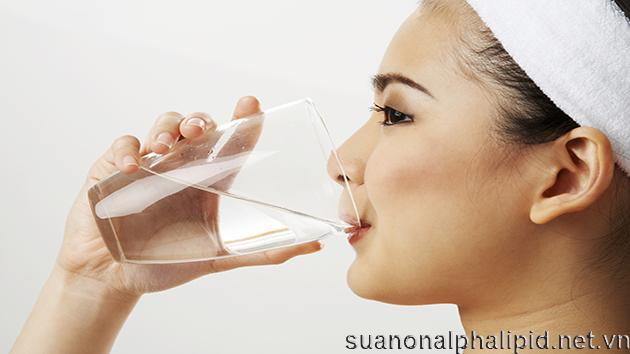 Khát nước nhiều là biểu hiện của nhiều bệnh trong đó có tiểu đường