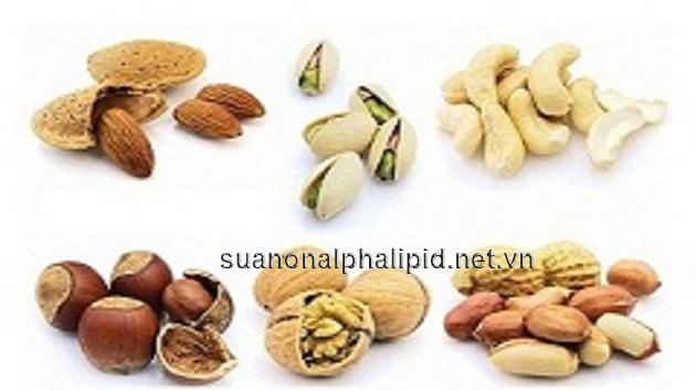 Quả óc chó và hạt điều là 2 loại hạt có vị ngon mà đem lại giá trị dinh dưỡng cho cơ thể, giúp giảm nồng độ cholesterol