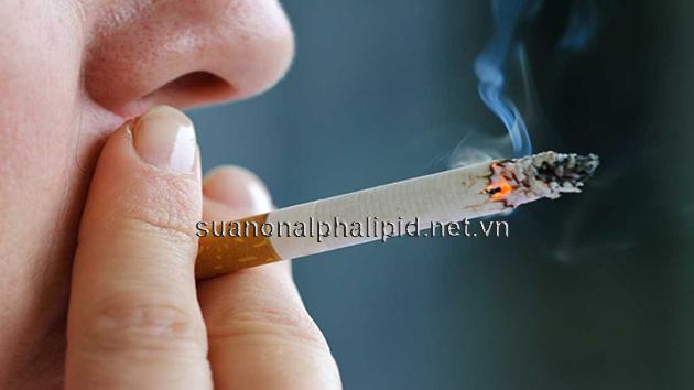 Hút thuốc lá gây ra nhiều bệnh nguy hiểm bên cạnh đó còn gây cholesterol xấu