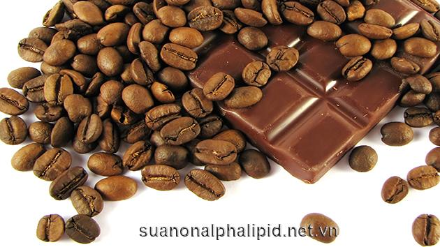 Lượng đường trong máu của bạn có thể tăng lên sau khi bạn uống cà phê - ngay cả cà phê đen mà không có calo - nhờ vào caffein