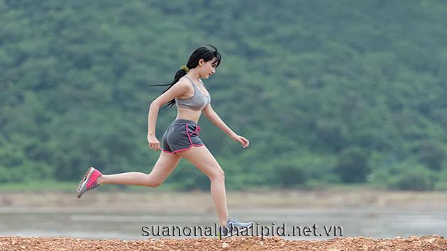 Tập thể dục giúp các cơ được hoạt động và hệ thần kinh máu huyết được lưu thông, tâm trạng được thoải mái hơn