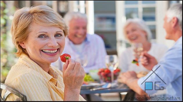 dùng alpha lipid cho người già